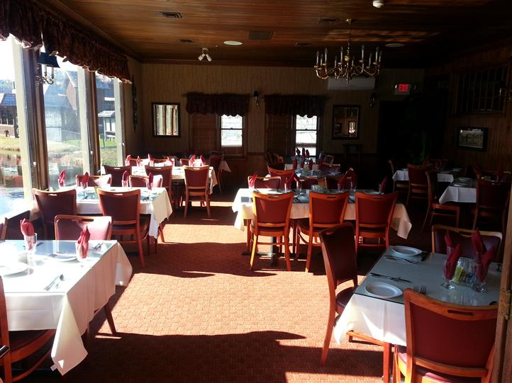 Picture of empty dining room of chestnut hill dining