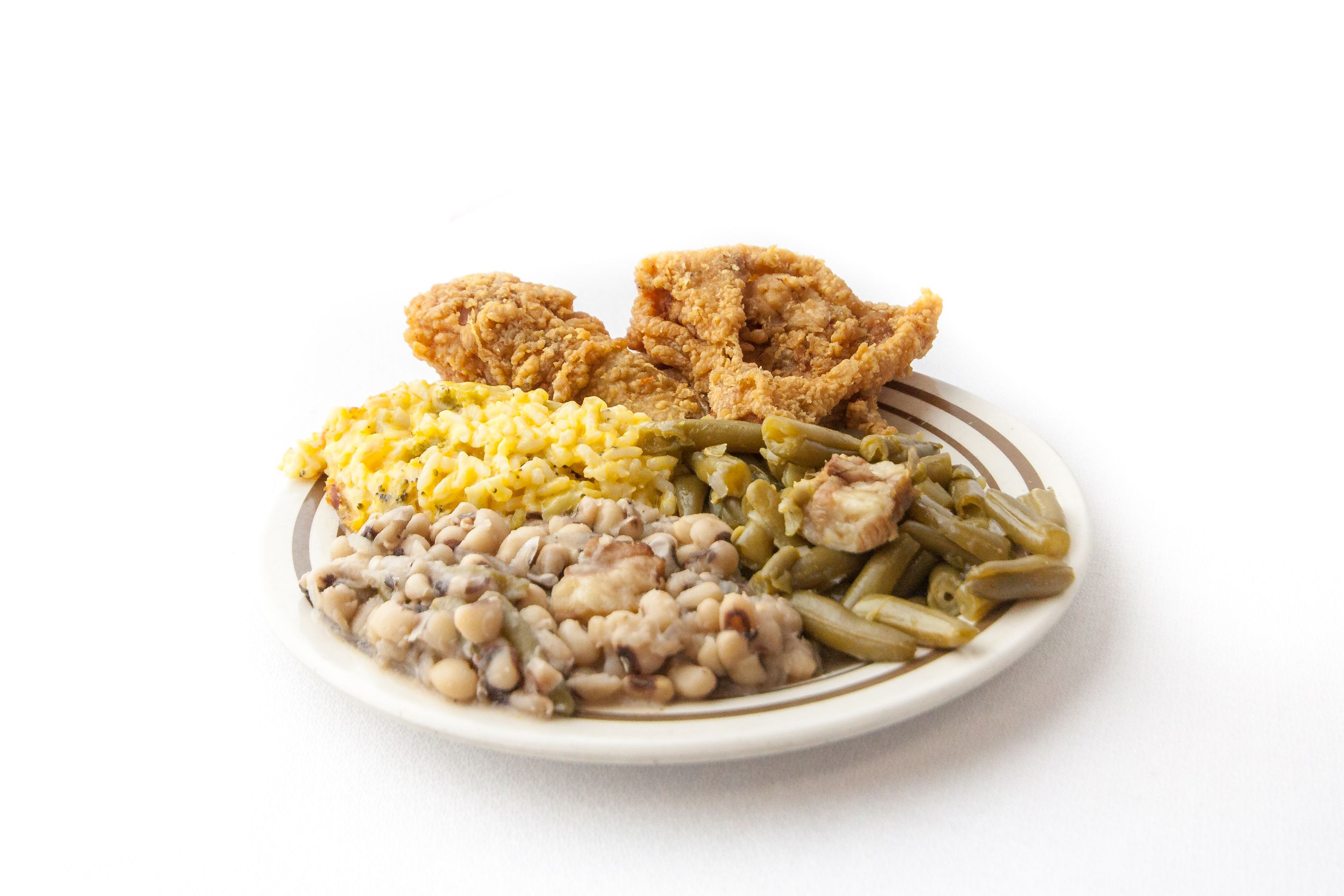 plate of fried chicken with green beans, pinto beans and mac and cheese