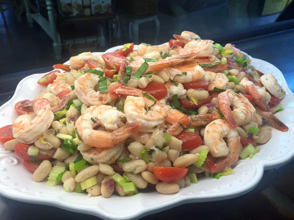 1Shrimp salad with vegetables