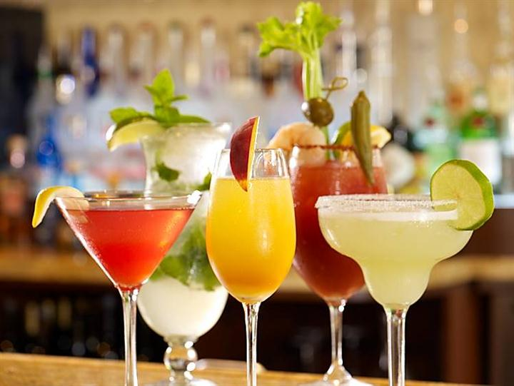 Alcoholic beverages with fruit garnishes