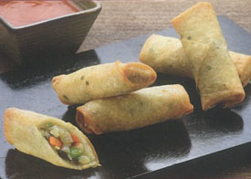 Thai Spring rolls with dipping sauce on black tray