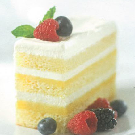 Layer cake with berries