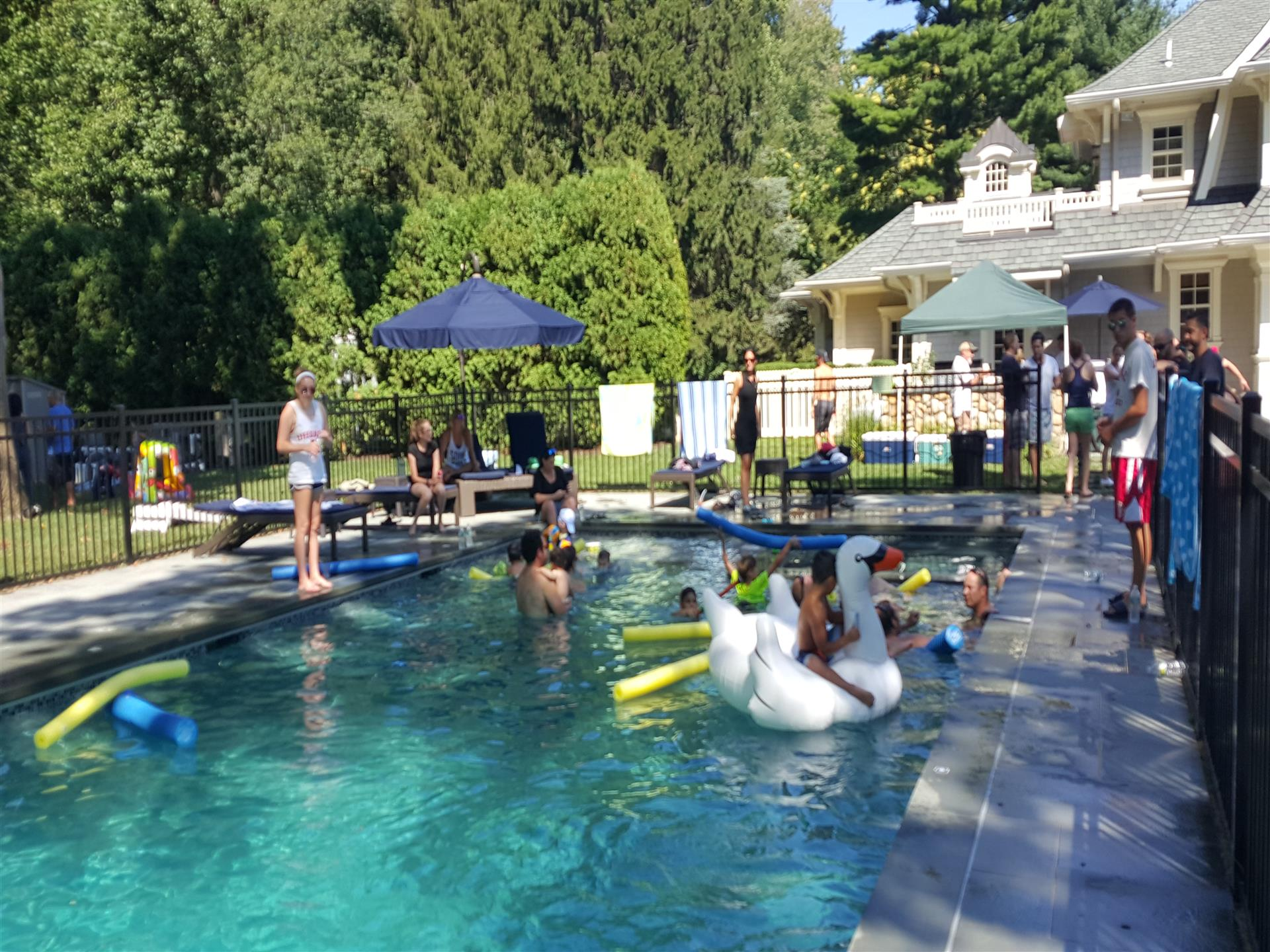 Ourdoor pool party with children