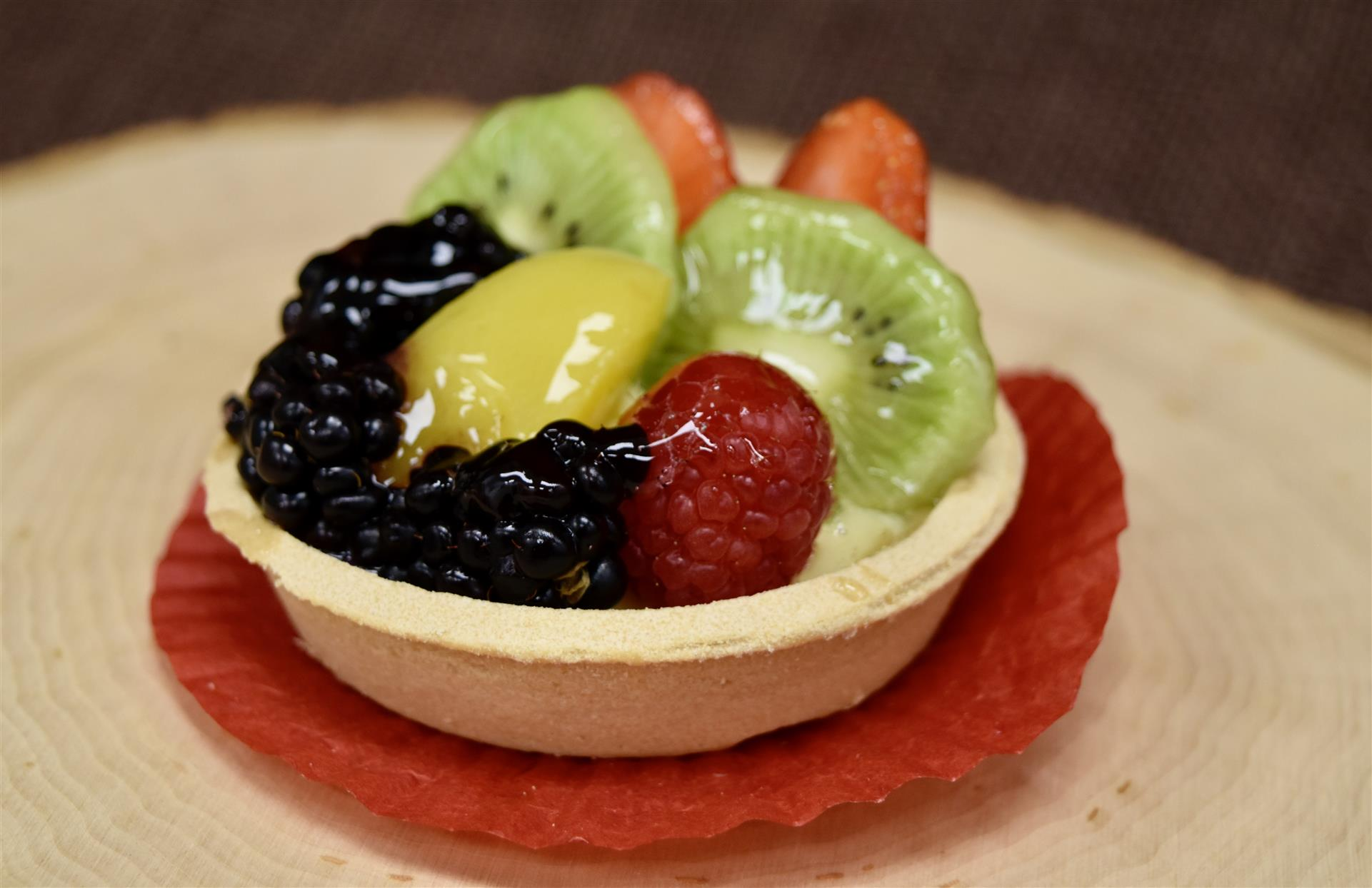 mini fruit tart with assorted fruits and custard