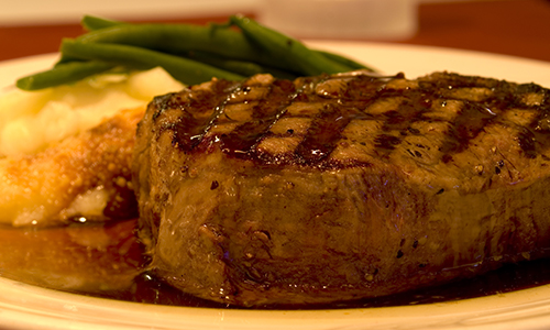 steak with mashed potatoes and green beans