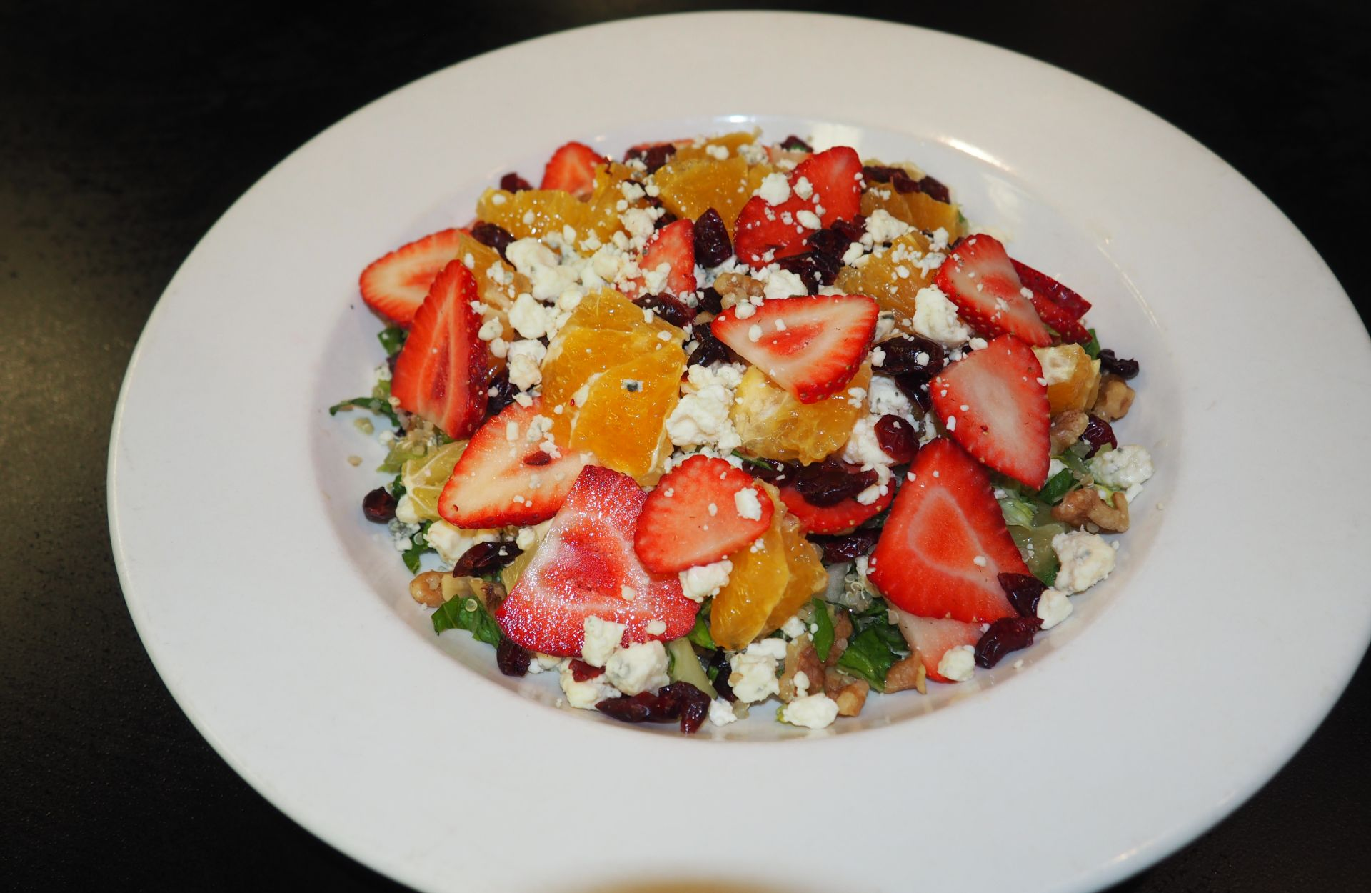 Salad with strawberries, oranges, feta and walnuts