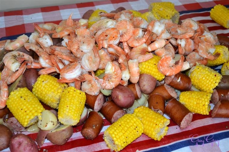 shrimp boil with sausage, potatoes and corn on the cob