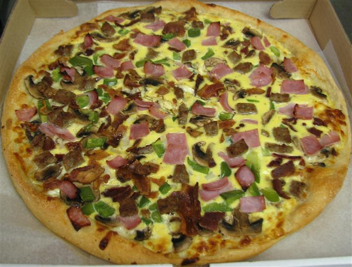 pizza with bacon, ham, peppers toppings