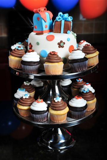---- Baby Shower Cake Cupcakes (large)
