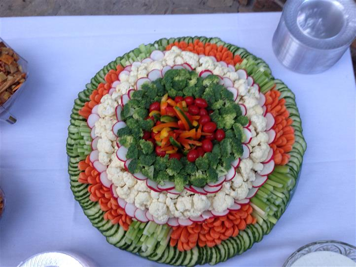 A decorated fresh vegetable salad tray