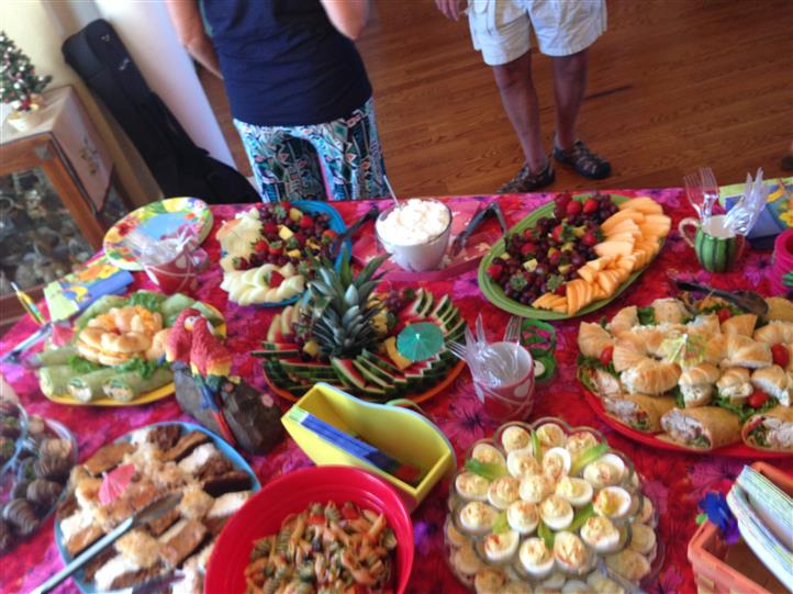 A kid's birthday party buffet decorated in bright pink