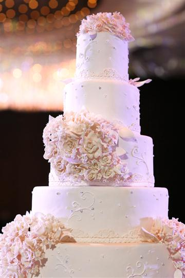 A four levels wedding cake