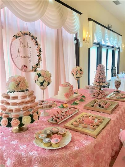 Photo of the pink decoration of a buffet