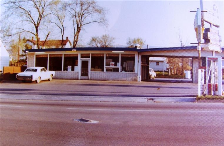 Melting Pot Pizza Store Front 1975