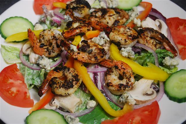 salad with vegetables and shrimp