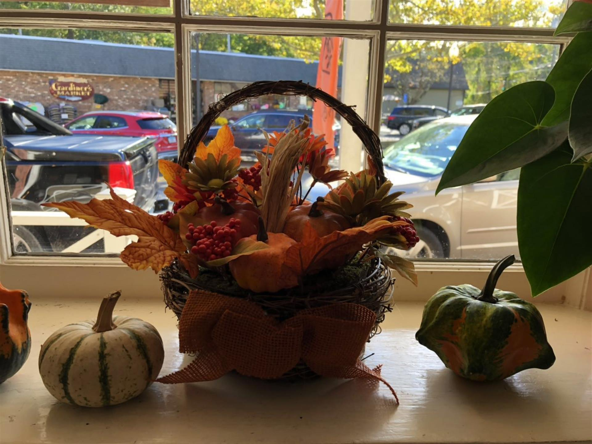 basket decorated for thanksgiving