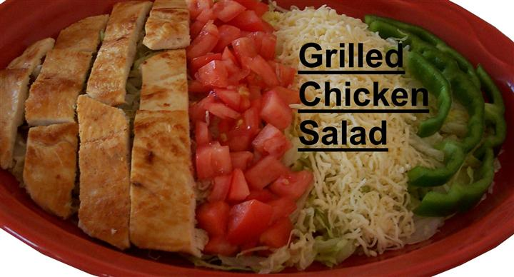 grilled chicken salad with rice, tomatoes and peppers
