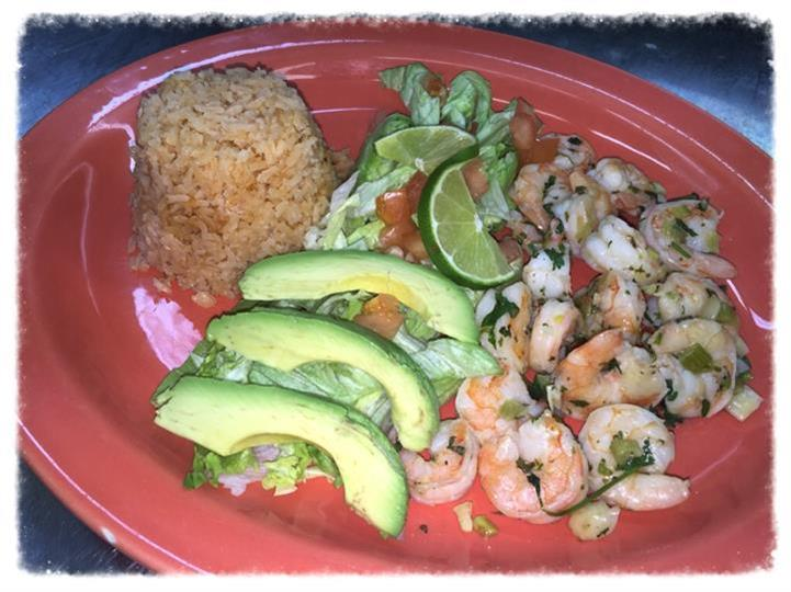 shrimp with sliced avocados and rice