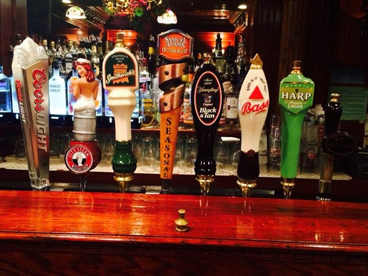 beer taps marking coors light, smithwick's, samuel adam's, blac & tan, bass, and harp lager