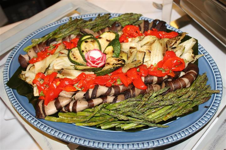Antipasto plate with sliced meat, asparagus, red roasted peppers