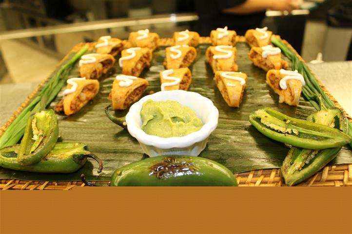 Meat and pastry hors d'oeuvres with sliced peppers