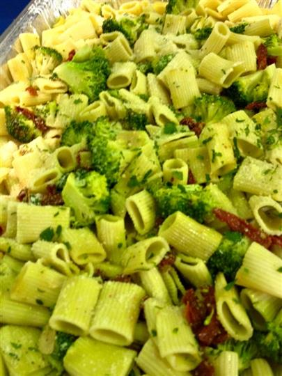 cooked pasta with sundried tomatoes, and broccoli