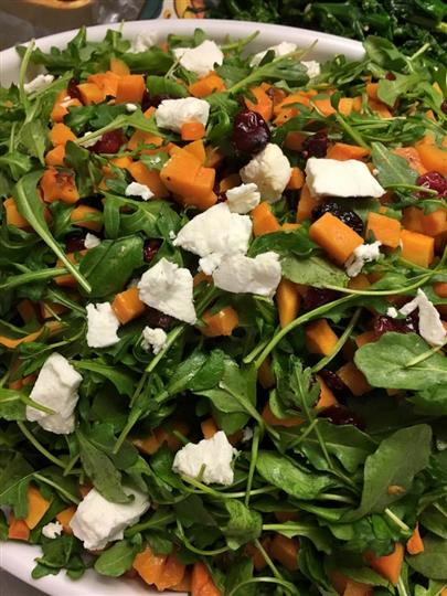spinach salad with vegetabkes, cheese and cranberries
