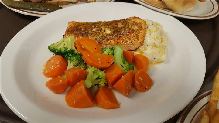 Carrots and broccoli served with Fish