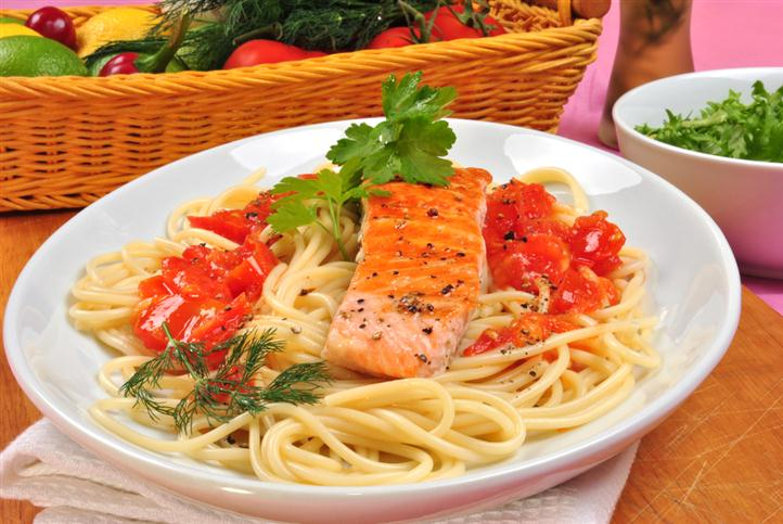 spaghetti with tomato and salmon