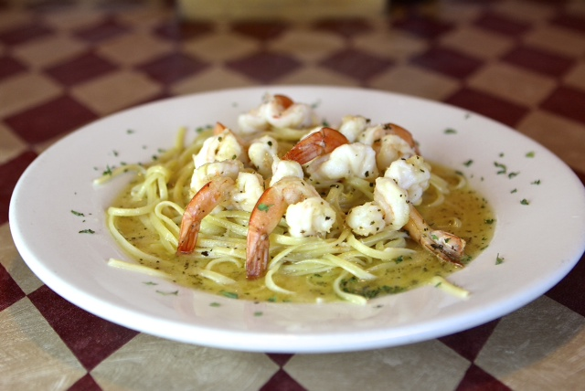 seafood linguini with shrimp