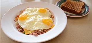 sunny side up eggs over hash browns