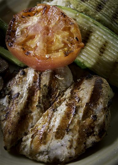 Grilled chicken with tomatoes