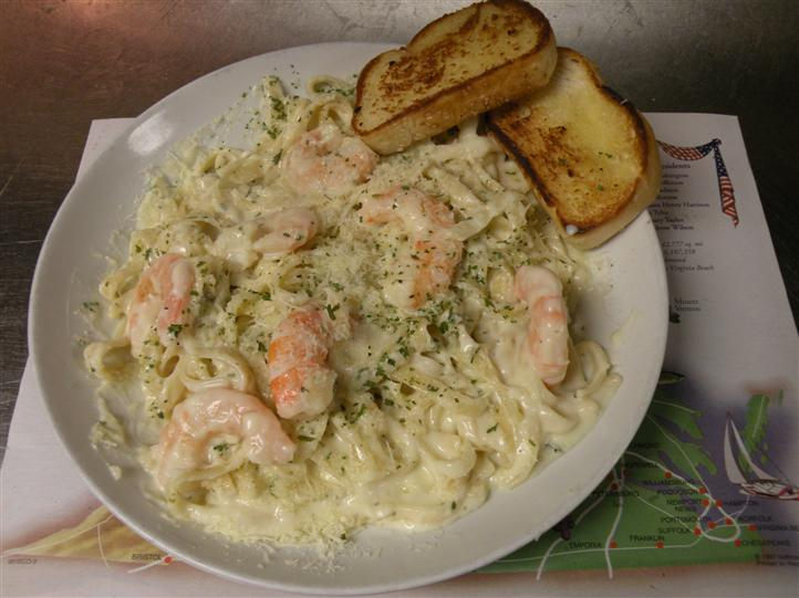 Pasta with shrimp white sauce and Parmesan served with toasted bread
