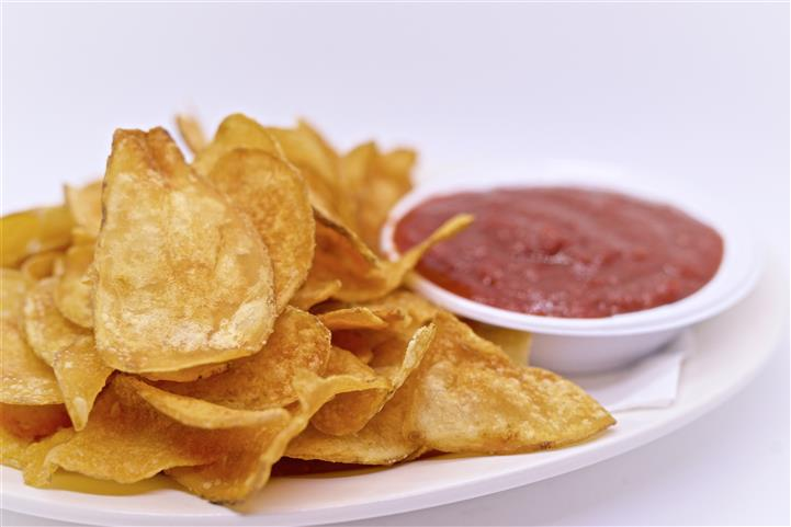 Potato Chips with dipping sauce