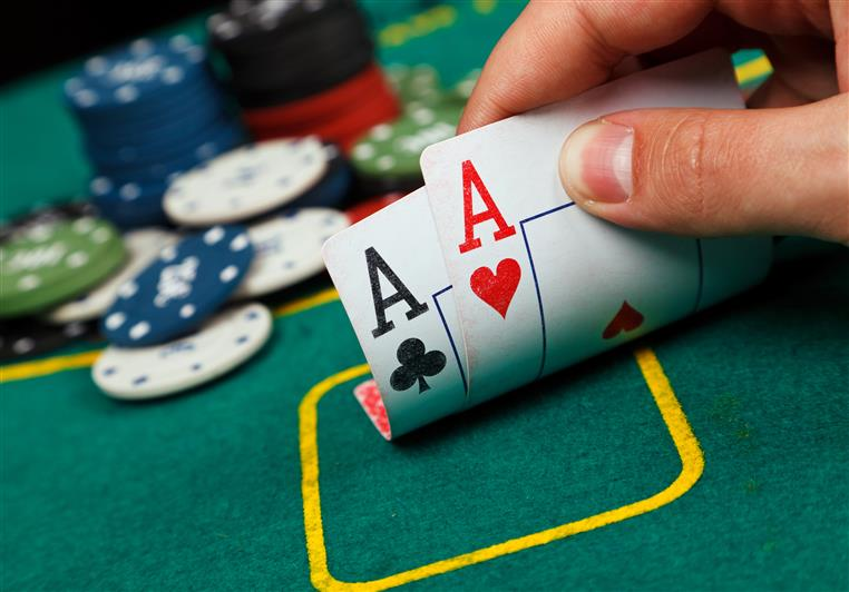 poker hand showing two pair of aces
