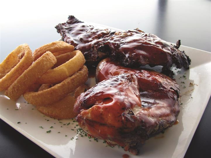 bbq ribs with fried onion rings