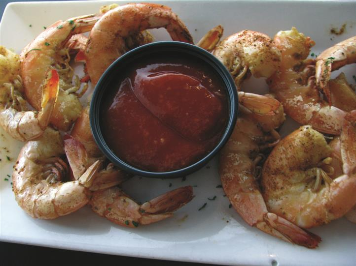 cooked shrimp with dipping sauce