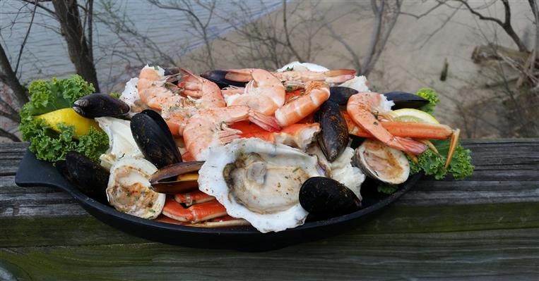 Seafood plate - shrimp, oysters, muscles, crab legs
