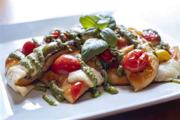 caparese chicken with pesto and tomatoes