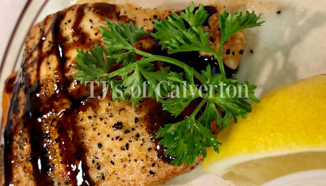 Seasoned grilled chicken with parsley