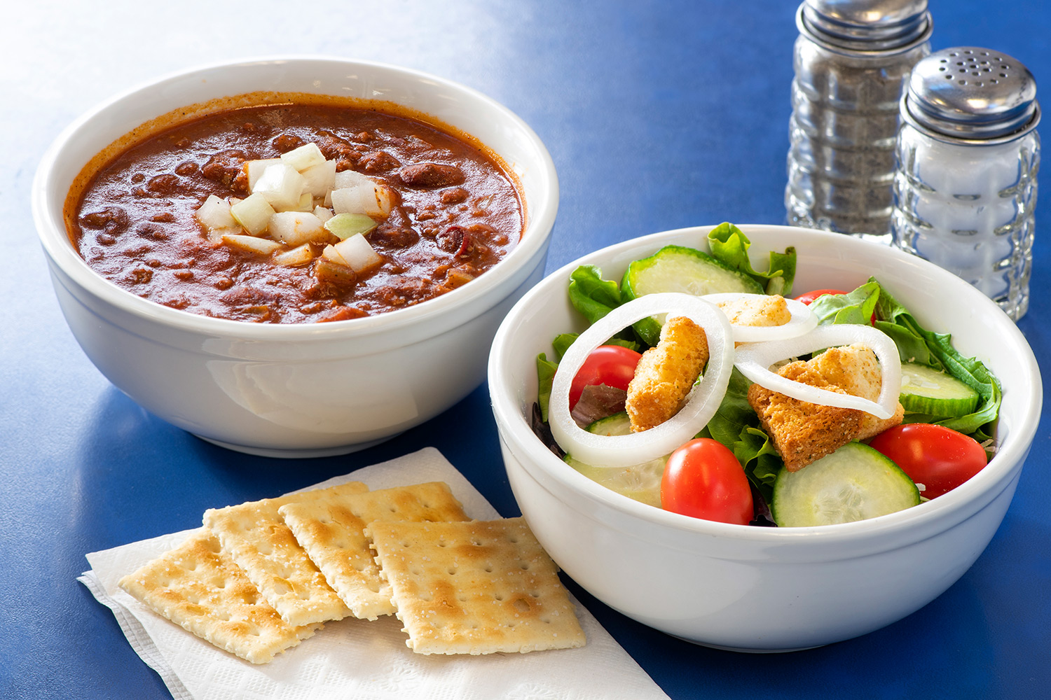 Chili and side salad and crackers