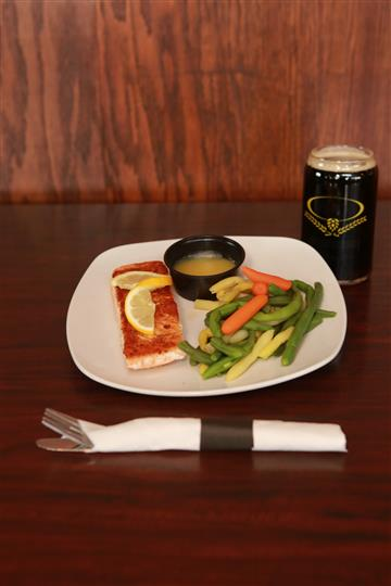 Seafood entree served with a side of butter and a vegetable mix. Also served with dark beer on the side.