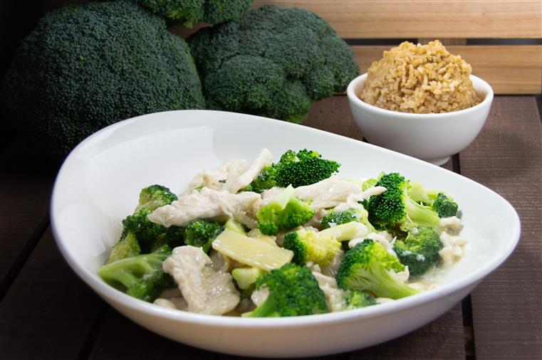 steamed chicken and broccoli