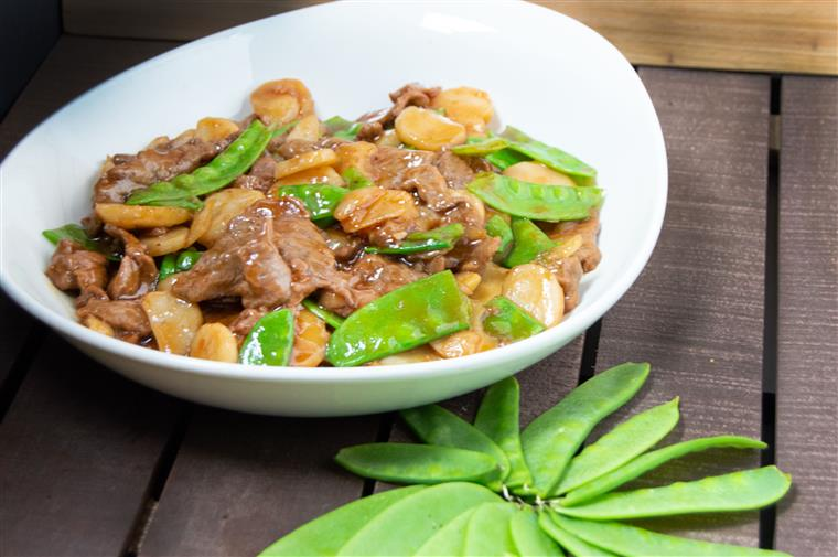 beef with snap peas over noodles