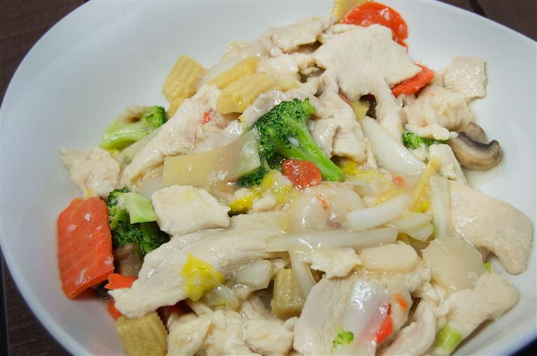 steamed chicken and vegetables