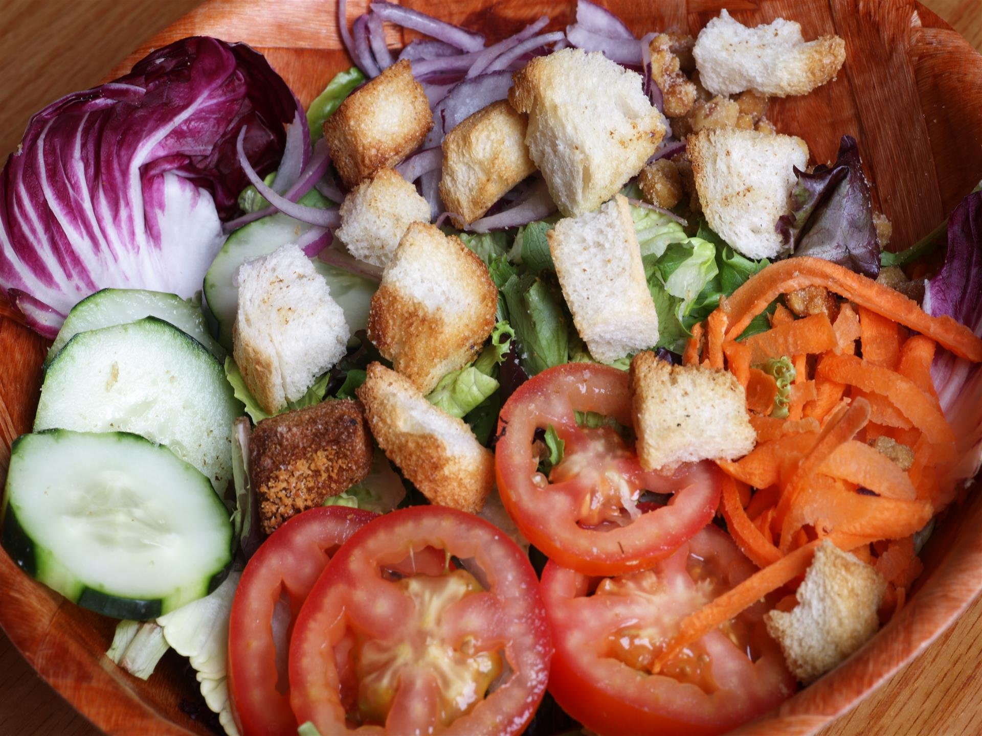 salad with lettuce, tomato, carrots, cucumber and croutons