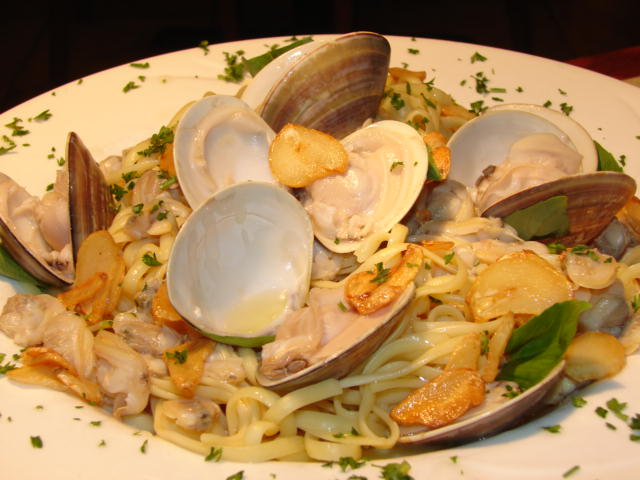 Linguine vongole with garlic and oil sauce