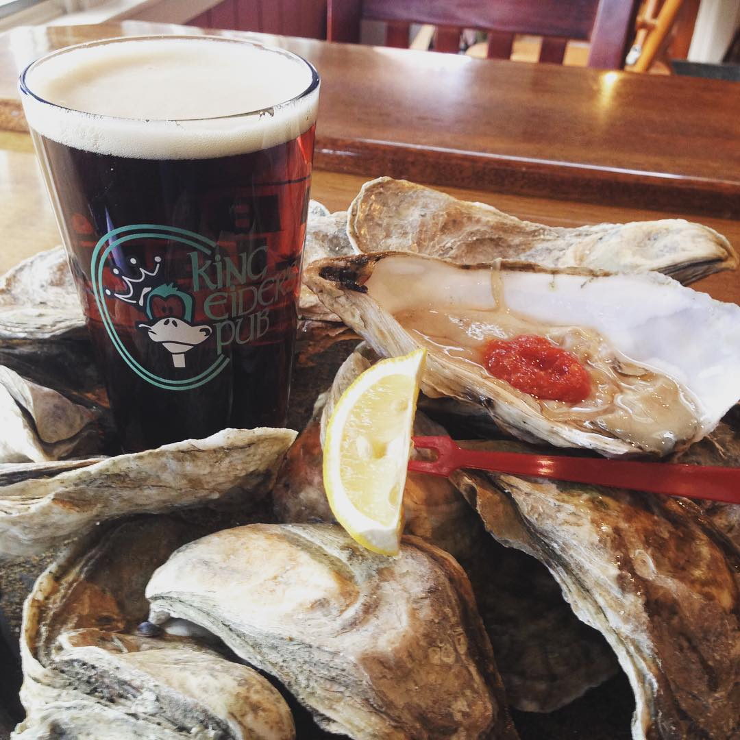 oysters with a glass of beer