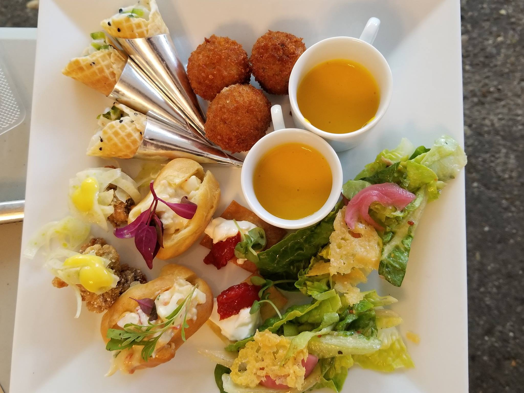 Platter with mixed hors d'ourves
