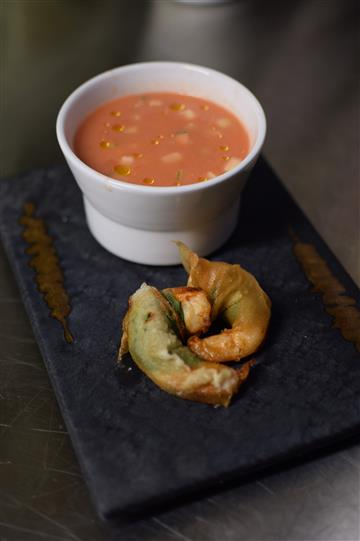 Vegetable with dipping sauce